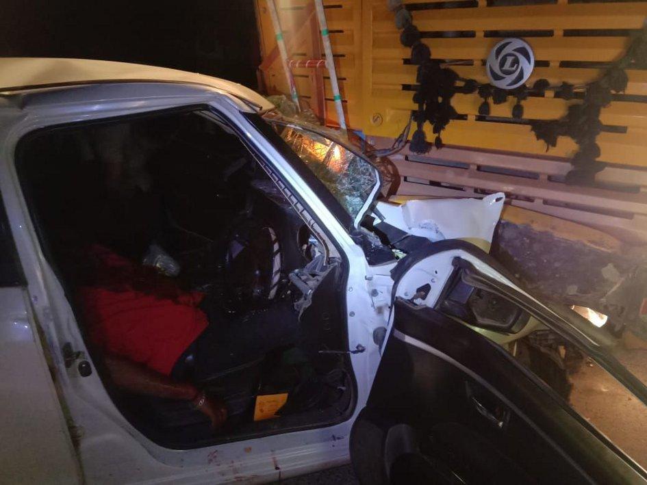 कार व डंपर भिडंत में एक व्यक्ति की मौत, तीन गंभीर