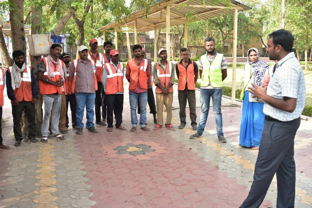 सफाई कर्मचारियों को मिलेगी टॉर्च, छतरी और लांगबूट, जलभराव होने पर रात में भी देंगे सेवा