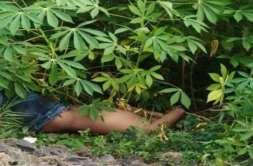 झाडि़यों में मिला युवक का शव