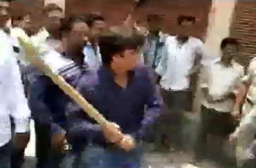 VIDEO-  कैलाश विजयवर्गीय के MLA बेटे आकाश की गुंडागर्दी, निगम अधिकारी को बैट से पीटा