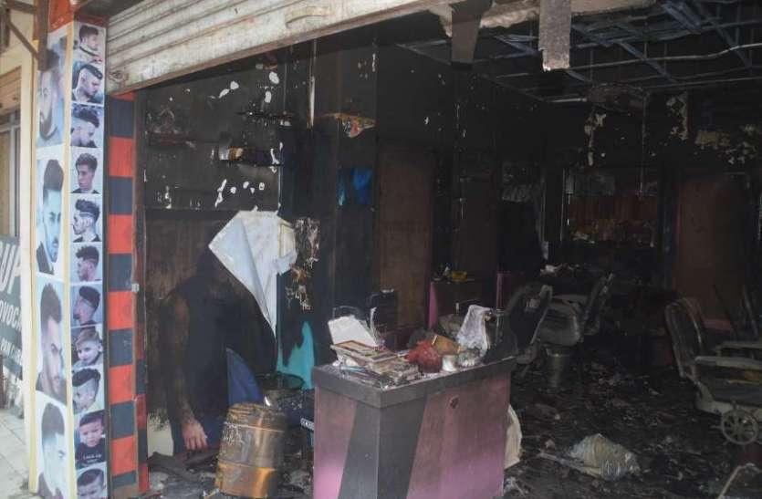 शिल्पी प्लाजा परिसर में भड़की आग, बड़ी दुर्घटना होने से टली, देखें इन तस्वीरों में