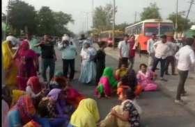 छेड़छाड़ का विरोध करने पर गाड़ी चढ़ाने की घटना से सहमा दलित समाज, बाहर निकलने से डर रही लड़कियां