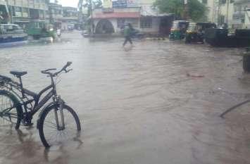 SURAT PICS : पोल खुली, सड़कों पर भरा पानी