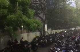 बारिश की फुहारों से खुशगवार मौसम