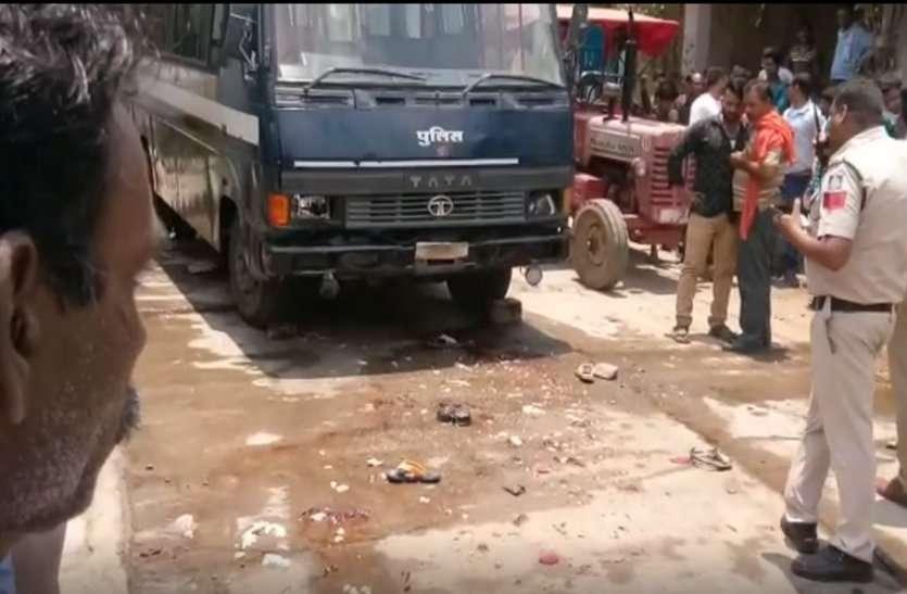 अंत्येष्टि में बाइक से जा रहे थे एसएएफ के दो अधिकारी, शव वाहन ने कुचला, देखें VIDEO