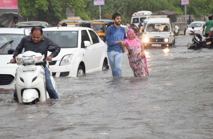 Watch : झीलों की नगरी हुई पानी-पानी, उदयपुर में 1 घंटे में हुई 2 इंच बारिश, नाले उफने, सडक़ें बनीं दरिया