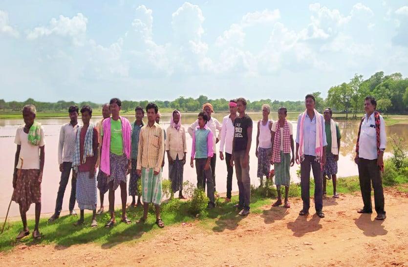 बाढ़ का पानी खेतों में भरा, 120 एकड़ में रोपी गई फसल हुई बर्बाद