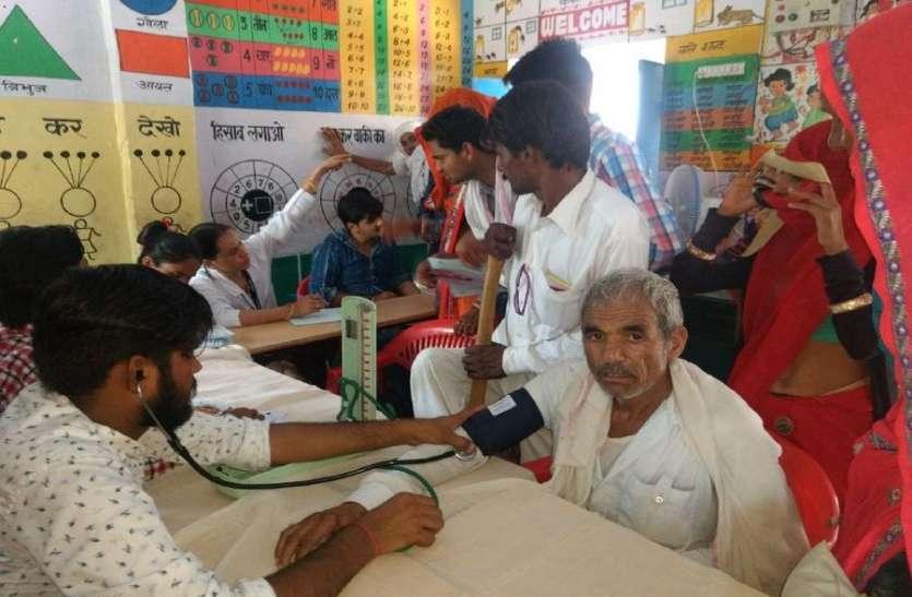 नि:शुल्क चिकित्सा शिविर में 250 लोगों की स्वास्थ्य जांच