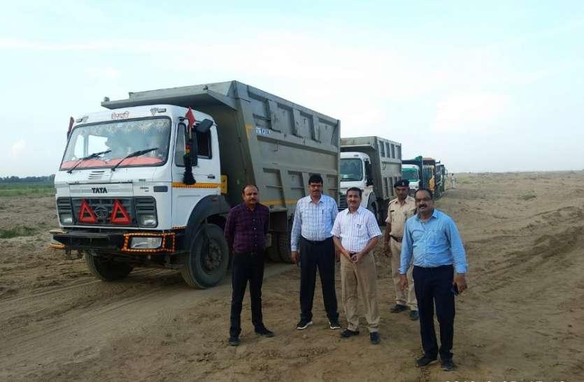 तवा नदी की खदानों और तटों पर चला रहा था अवैध खनन, टीम ने सर्चिंग कर बड़ी मात्रा में पकड़े ट्रक और डंपर