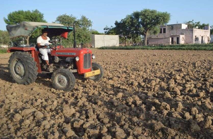 खेतों में रौनक, किसानों ने शुरू की बुवाई, बारिश का इंतजार