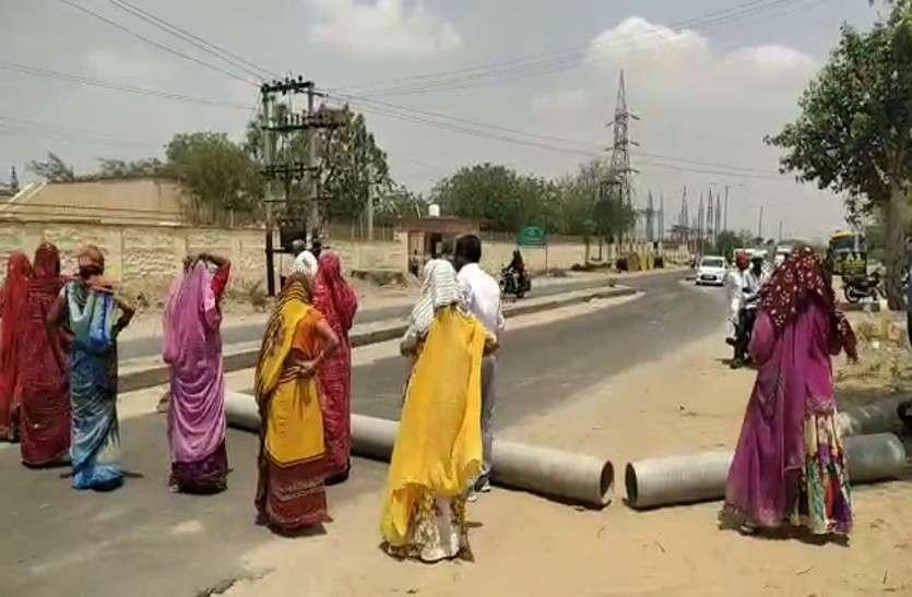 नहीं बुझ रही प्यास, महिलाओं ने उठाया यह कदम, देखें वीडियो