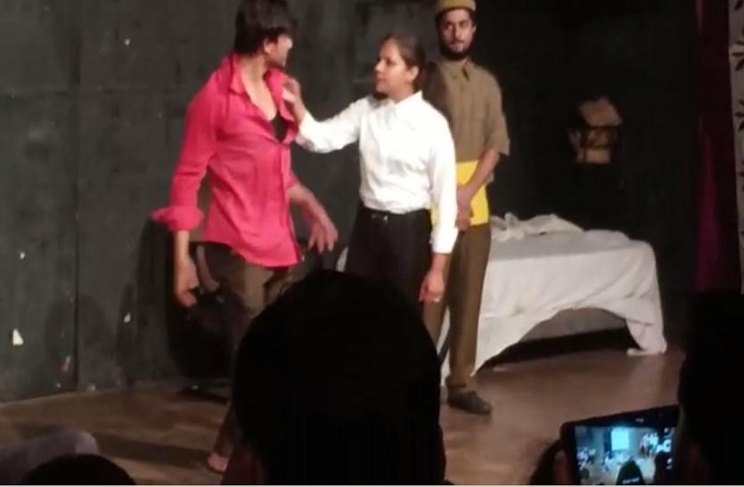 नाटक 'निर्भया' : दर्शकों के दिल में छोड़ गया कई सवाल