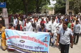 Regularize व कार्यकाल बढ़ाने की मांग, Panchayat assistants ने रैली निकाल किया प्रदर्शन