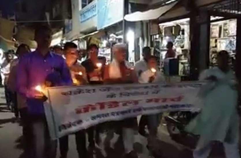 Videoपत्रकार की  हत्या के विरोध में निकाला केंडल मार्च