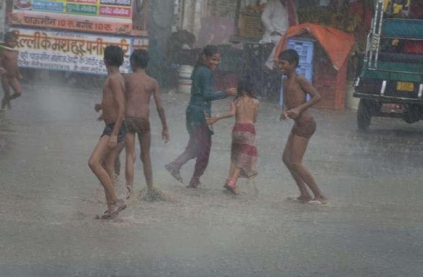 दौसा में 45 एमएम बारिश, नाले उफने, सड़कों पर बहा पानी