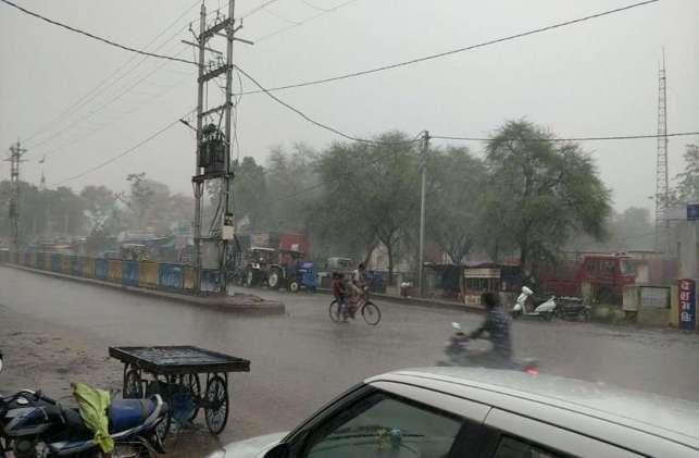 monsoon : राजगढ़ में बदला मौसम का मिजाज, तेज हवा के साथ हुई बारिश, देखें फोटो
