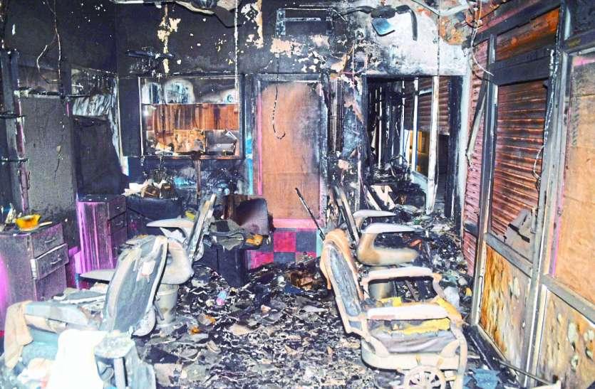 शिल्पी प्लाजा परिसर में भड़की आग, ....अन्यथा भगदड़ मचती तो बड़ा हादसा हो सकता था