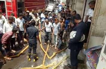 SURAT PICS : स्कूल के नीचे आग, 105  विद्यार्थियों की जान खतरे में..