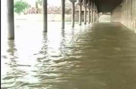 बाढ़ को लेकर तैयारी में जुटा प्रशासन, डीएम समेत सिंचाई विभाग के अधिकारियों ने लिया जायजा