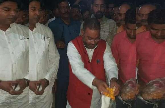 मोती सिंह हुए नाकाम, स्वामी प्रसाद मौर्य ने अमर बहादुर मौर्य के परिवार को अंतिम संस्कार के लिये मनाया