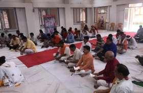 बूंदी के नृसिंह आश्रम में Hanuman Chalisa पाठ सुनकर दौड़े चले आ रहे भक्त, उम्र नहीं बाधा