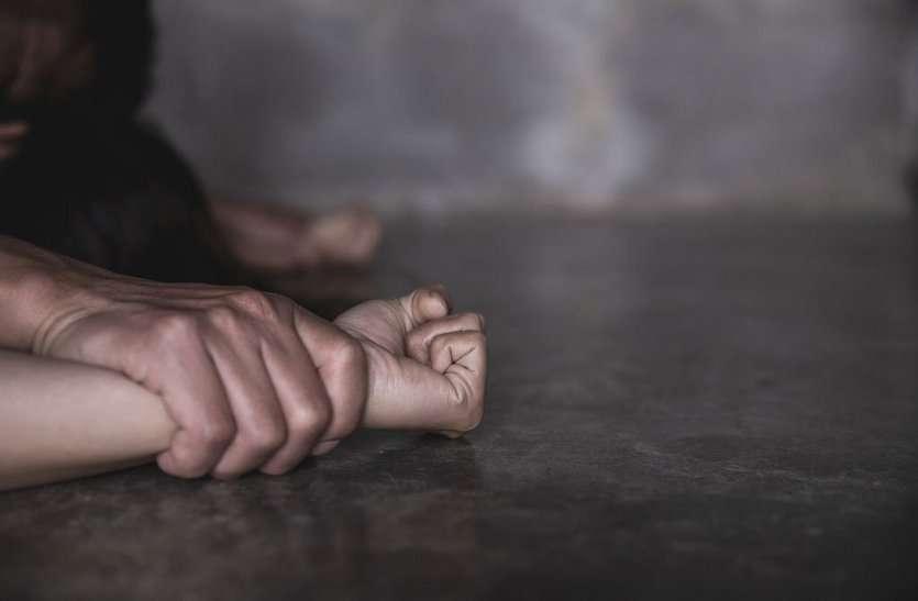 अकेली रह रही छात्रा से बलात्कार कर दी जान से मारने की धमकी