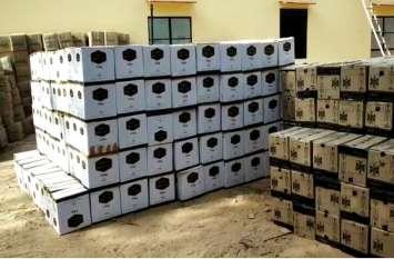 ट्रक में पानी की बोतलों के नीचे छिपाकर रखी थी 40 लाख की अवैध शराब, हुई जब्त