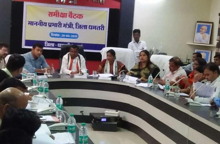 समीक्षा बैठक में मंत्री कवासी लखमा ने अधिकारियों पर जताई नाराजगी, तत्काल कार्यों में सुधार लाने की दी हिदायत