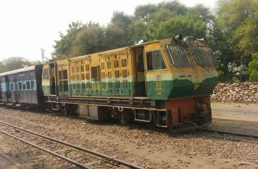 इकडोरी पर इंजन फेल,चार घंटे खड़ी रही ट्रेन