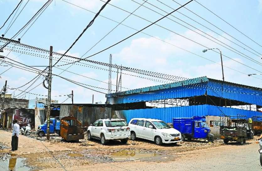 The garage Encroachment IDA land - Indore News in Hindi