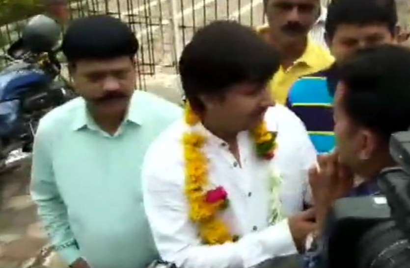 रिहा हुए भाजपा के 'बल्लामार' विधायक आकाश विजयवर्गीय, कहा- जेल में समय अच्छा बीता