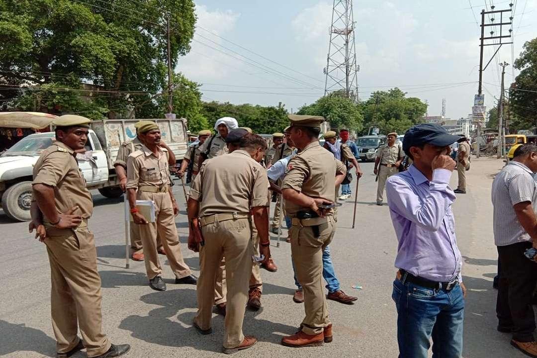 डीरेका कर्मचारियों को पीएम संसदीय कार्यालय जाने से रोकने को तैनात पुलिस