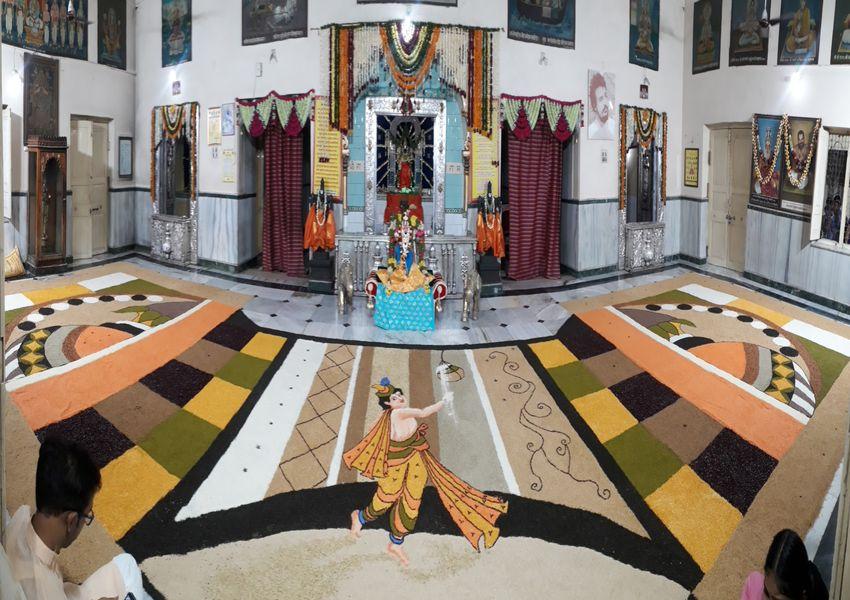 प्रभु वेंकटेश नगर भ्रमण पर निकले तो इंद्र देवता ने की अगवानी