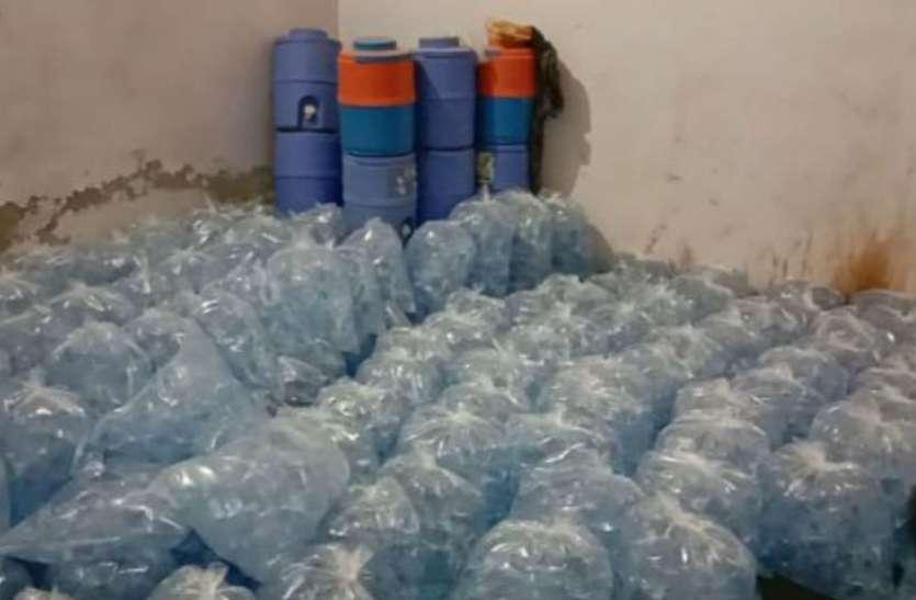 कन्हा की नगरी में दूध ही नहीं, पानी भी नकली, फैक्ट्री पर मारा छापा तो हुआ खुलासा