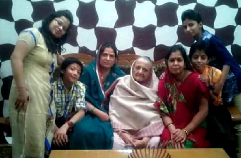 दिल्ली बुराड़ी केसः एक साल बाद भी याद कर सिहर उठते हैं लोग, 11 लोगों ने एक साथ लगाया था मौत को गले