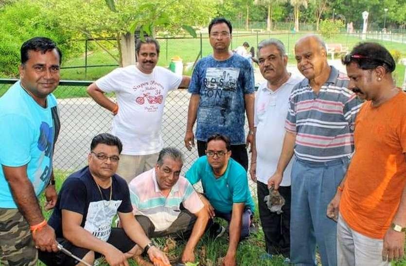 गुलाबबाग, मीरानगर में किया पौधरोपण
