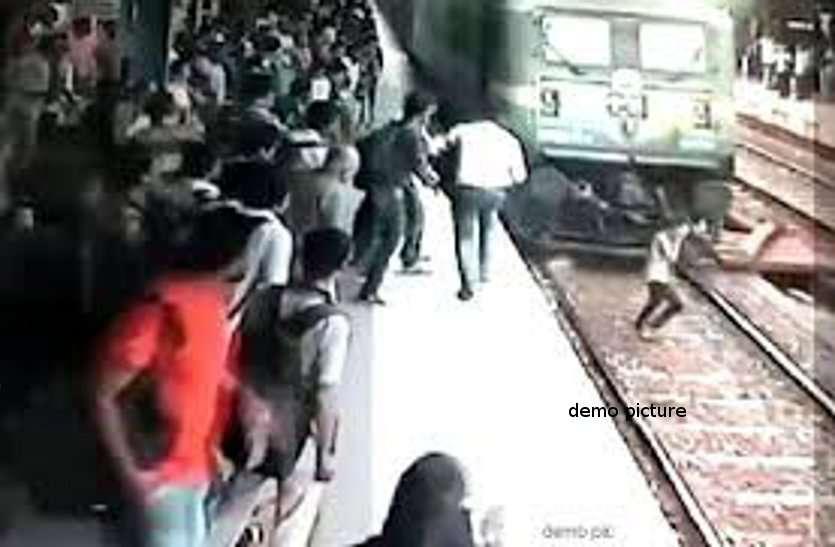 लड़की से दो साल तक दुष्कर्म करने के मामले में फरार आरोपी पहुंचा रेलवे स्टेशन और ट्रेन के आते ही...