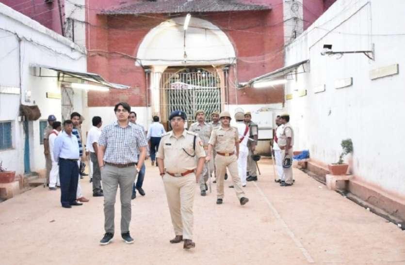 सेंट्रल जेल में अब तक की सबसे बड़ी कार्यवाही , अधिकारीयों सहित छह सौ पुलिस कर्मियों ने मारा छापा