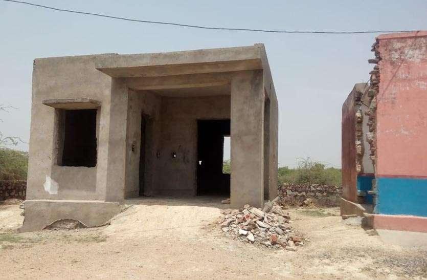 बच्चों की प्रारम्भिक पाठशाला निर्माण में बीते सात साल ,सदापुरा आंगनबाड़ी केन्द्र निर्माण ने पकड़ी कछुआ चाल