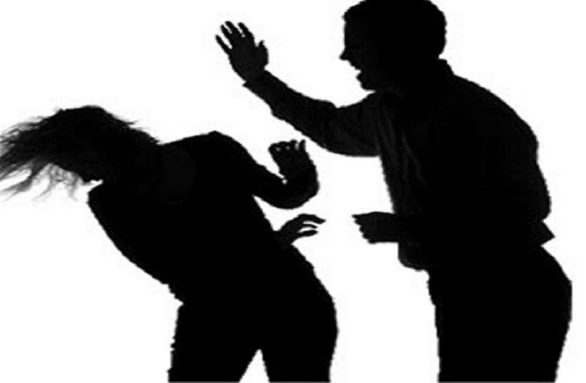 भीड़भाड़ के बीच प्रेमी ने प्रेमिका को जड़े थप्पड़, तभी पहुंच गई पुलिस फिर...