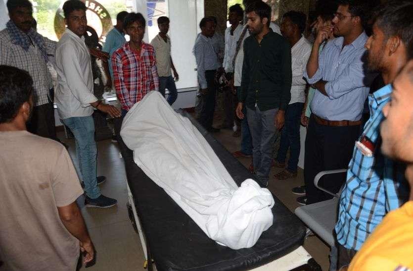 हार्ट मरीज की मृत्यु पर हंगामा, शव अस्पताल में रख धरना