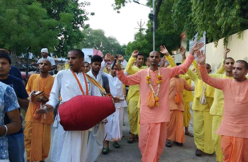 हरि बोल के कीर्तन संग श्री जगन्नाथ रथयात्रा का दिया गया निमंत्रण, तस्वीरें देख झूम उठेंगे आप