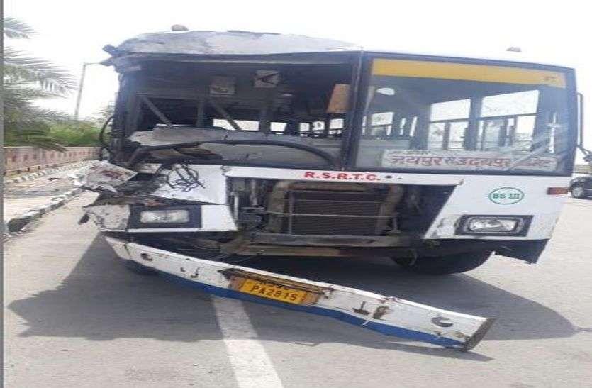 रोडवेज बस-ट्रक भिड़ंत में 10 से अधिक घायल