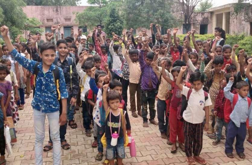 गांव का फैसला : सरकारी स्कूल (government schools)में ही पढ़ेंगे बच्चे, असर : नामांकन बढ़ा 50 तक