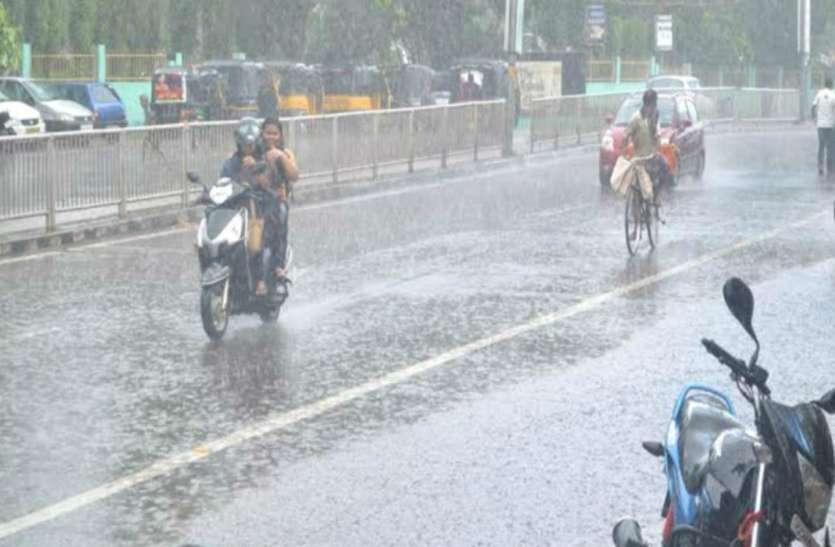 सुबह से हो रही भारी बारिश, अगले तीन दिनों के लिए मौसम विभाग ने जारी किया अलर्ट