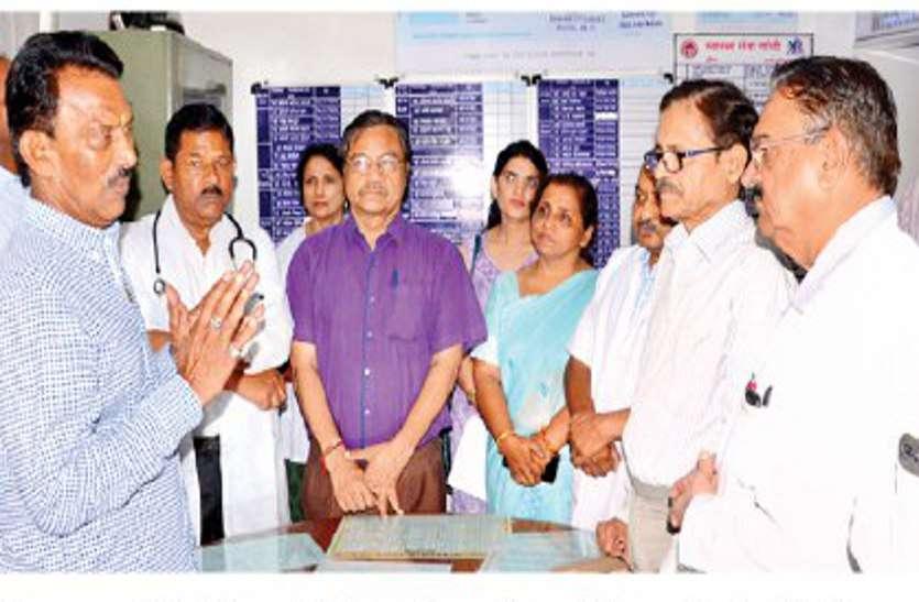 surprise check! डॉक्टर्स-डे पर मंत्री तुलसी सिलावट ने दिया सरप्राइज तो हड़बड़ा गए डॉक्टर