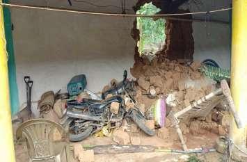 दंतैल हाथी ने इस गांव में घुसकर मचाया उत्पात, चिंघाड़ सुन ग्रामीणों की टूट गई नींद, फिर जो हुआ पढि़ए खबर...