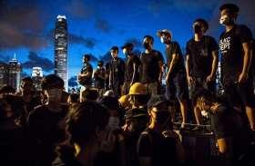 Photos: 'हैंडओवर डे' पर हांगकांग में जमकर हिंसा, सड़क से लेकर संसद तक प्रदर्शनकारियों का उपद्रव