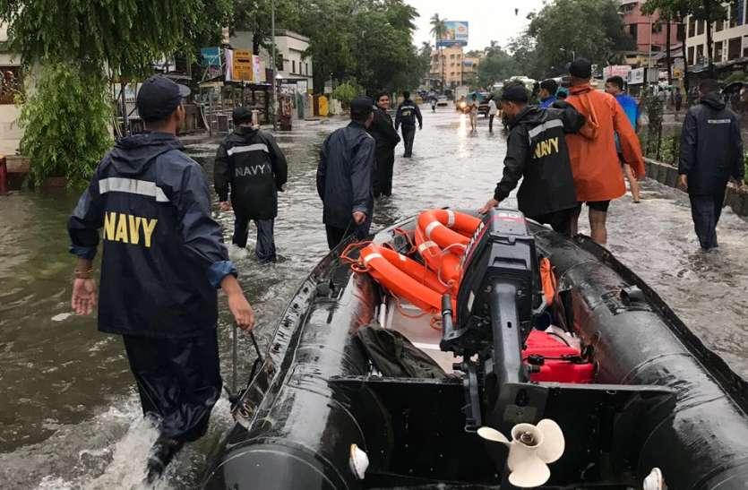 नौसेना ने एक हजार से अधिक लोगो को सुरक्षित स्थान पर पहुँचाए
