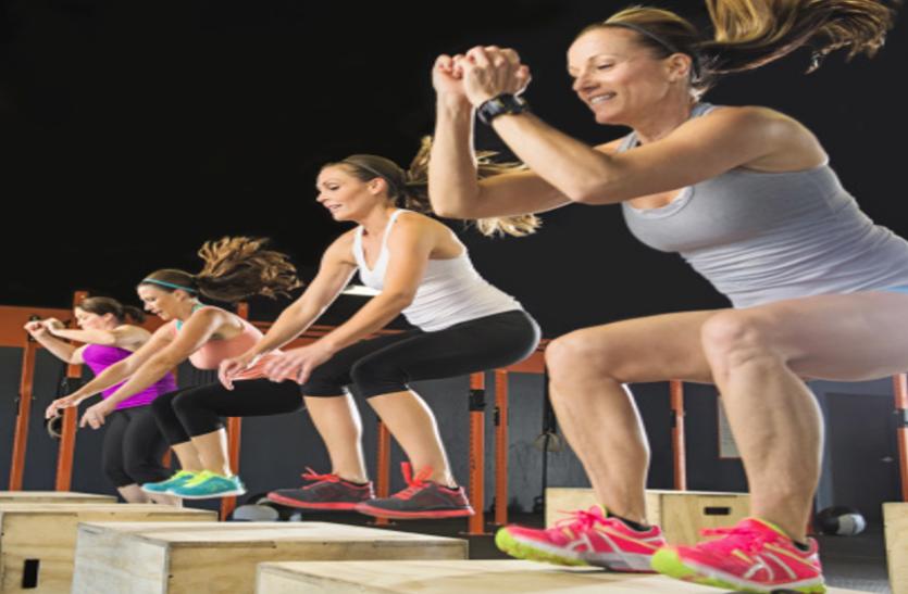 पैरों को मजबूत कर चर्बी घटाता टक जंप वर्कआउट